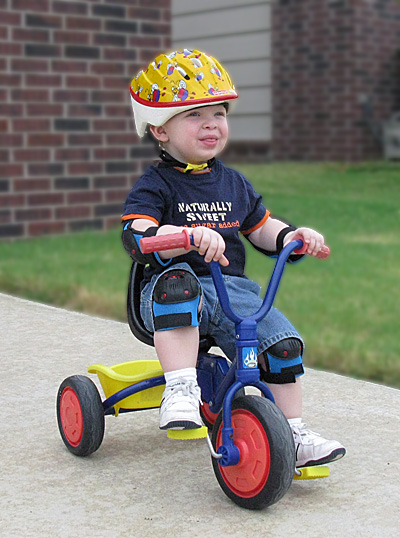 riding-tricycle-with-helmet
